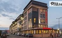 Уикенд в Бургас! 2 нощувки със закуски + 2 часа ползване на Тенис корт, ракети и топки + велосипед за градска разходка, от Хотел Авеню