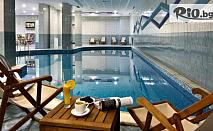 Уикенд почивка в Боровец до края на Ноември! Нощувка със закуска и вечеря + вътрешен басейн и СПА + Безплатно за дете до 12г., от Хотел Флора