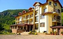 Уикенд в Рибарица! 2 нощувки на човек със закуски, обеди и вечери от хотел Вежен***