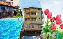 Великден в Огняново. 4 нощувки на човек със закуски и вечери + празничен обяд + минерален басейн и релакс пакет в хотел Шарков, Огняново