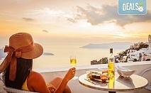 Великден на романтичния остров Санторини, Гърция! 4 нощувки със закуски, транспорт, фериботни такси и билети, посещение на Атина