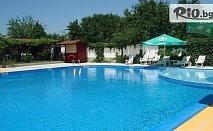 Юли и Август в Кранево! Нощувка със закуска + басейн, шезлонг и чадър, от Хотел Анкор