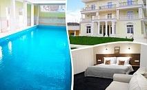 Заповядайте в НОВООТКРИТИЯ хотел Алексион Палас, Огняново! Нощувка на човек със закуска + басейн с минерална вода и релакс зона