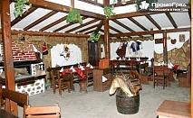Заведете половинката на почивка в Банско. Нощувка със закуска и вечеря за двама в къща Ореха за 60 лв.