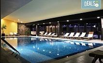Зимна приказка със ски почивка в хотел Каза Карина 4*, Банско! 1 нощувка със закуска и вечеря, ползване на вътрешен басейн, парна баня и сауна, безплатно за дете до 3.99г.