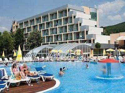 All inclusive с Аквапарк, чадър и шезлонг на плажа в Албена цена на човек от 27.08 в Ралица Супериор
