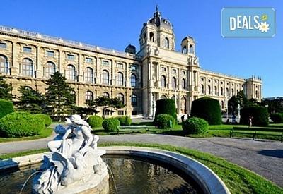 Лятна екскурзия до Виена с полет до Братислава, със Z Tour! 3 нощувки със закуски в хотел 3*, самолетен билет, летищни такси и трансфери Братислава-Виена!