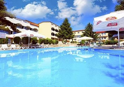Лято 2020 в Балчик на ТОП ЦЕНА. Нощувка на човек със закуска и вечеря + 2 басейна в хотел Наслада***