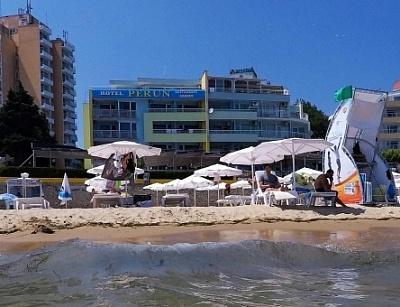 Лято на метри от Южният плаж в Несебър - хотел Перун! Нощувка със закуска и вечеря + шезлонг и чадър на басейна на невероятни цени за целият летен сезон!!!