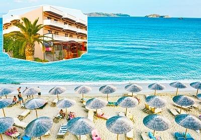 Нощувка в ТОП СЕЗОН за двама, трима или четирима със закуска и вечеря на 250 метра от плажа в хотел Fanari, Фанари, Гърция