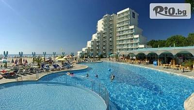 Почивка на първа линия в к.к. Албена! Нощувка на база All Inclusive + чадър и шезлонг на плажа, от Хотел Боряна 3*
