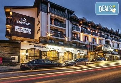 Посрещнете Нова година в хотел Банско СПА & Холидейз 4*, Банско! 3 нощувки със закуски и вечери, Новогодишна Гала вечеря с празнична програма, ползване на басейн и СПА!
