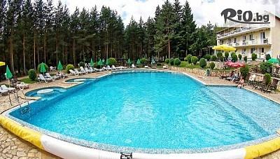 Уикенд почивка във Велинград през лятото! Нощувка със закуска и с възможност за вечеря + открит басейн с джакузи, от Хотел Зора