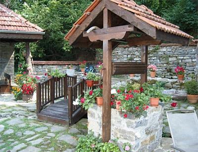 """Уют и романтика за двама със специално меню и бутилка шампанско в Семеен хотел""""Биле"""" в Троянския Балкан!"""